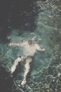 recyclage bnssa photo d'homme à la mer